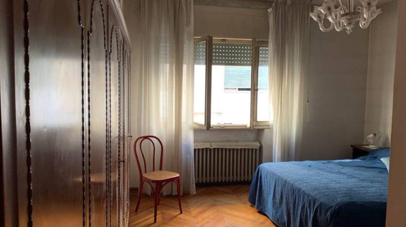 altra foto della camera matrimoniale con arredo dell'appartamento Mestre Centralissimo