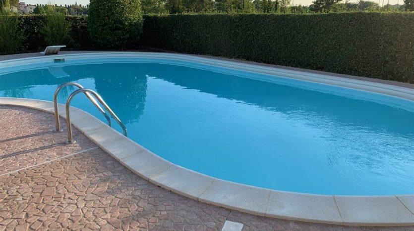 vista dell'intera piscina villa con piscina